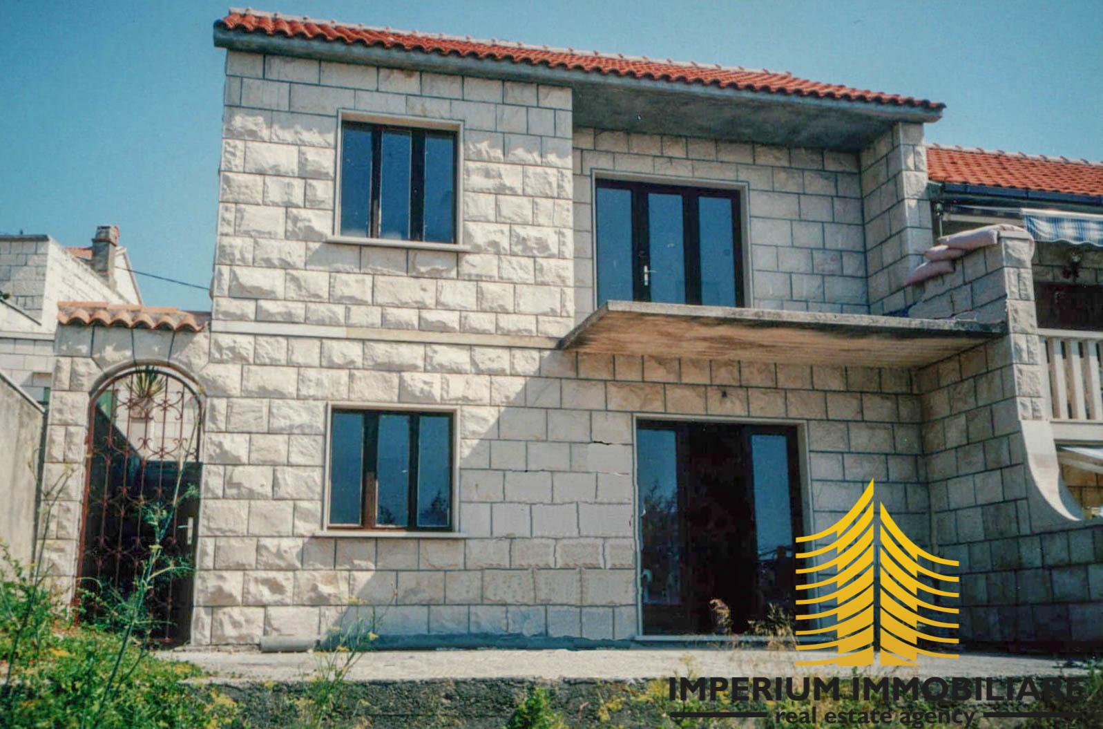 Kuća: Novo Selo, katnica, 92.00 m2, BRAČ KUĆA (prodaja)