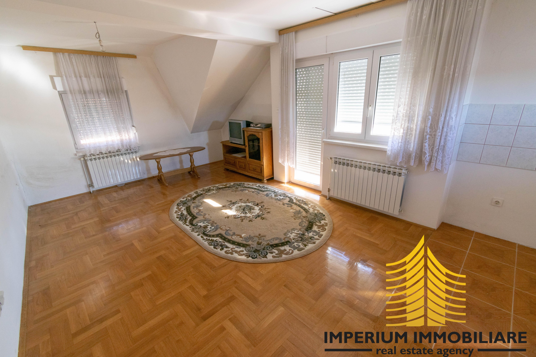 Kuća: Zagreb (Dubec), dvokatnica, 180.00 m2 + dodatni objekt! (prodaja)