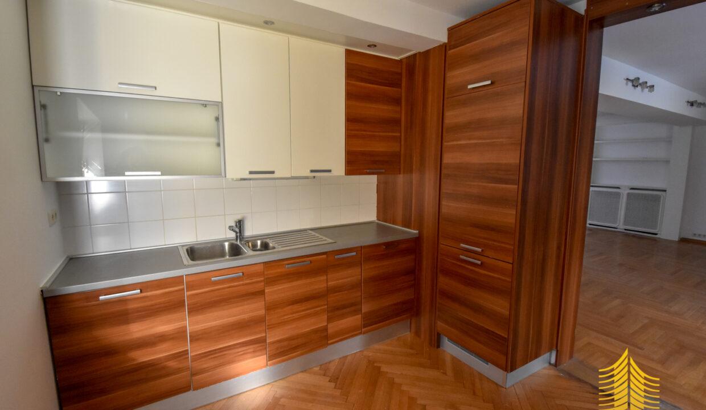 Kuća: Zagreb (Kraljevec), višekatnica, 422.00 m2 (iznajmljivanje)