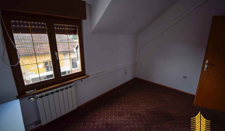 Stan: Zagreb (Jelenovac), 135.00 m2, !! ODLIČNA LOKACIJA !! (iznajmljivanje)