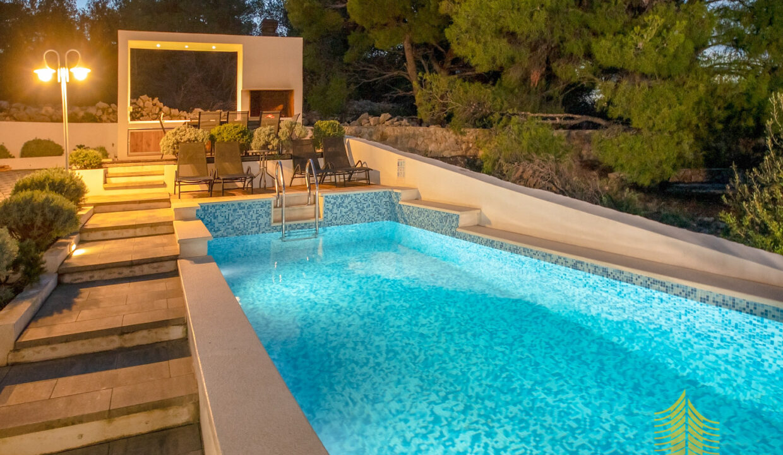 Kuća: Ražanj, dvokatnica, 344.00 m2 (prodaja)