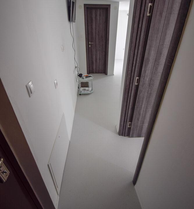 Poslovni prostor: Zagreb (Trokut), uredski, 33 m2 + 28 m2 SPREMIŠTE ! (iznajmljivanje)