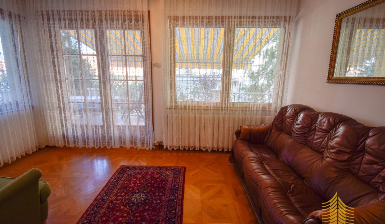 Stan: Zagreb (Ribnjak), 100.00 m2 + garaža 20 m2 , terasa (iznajmljivanje)